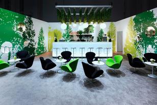 Die Lounge ergänzt das Messekonzept von DIEHL AIX